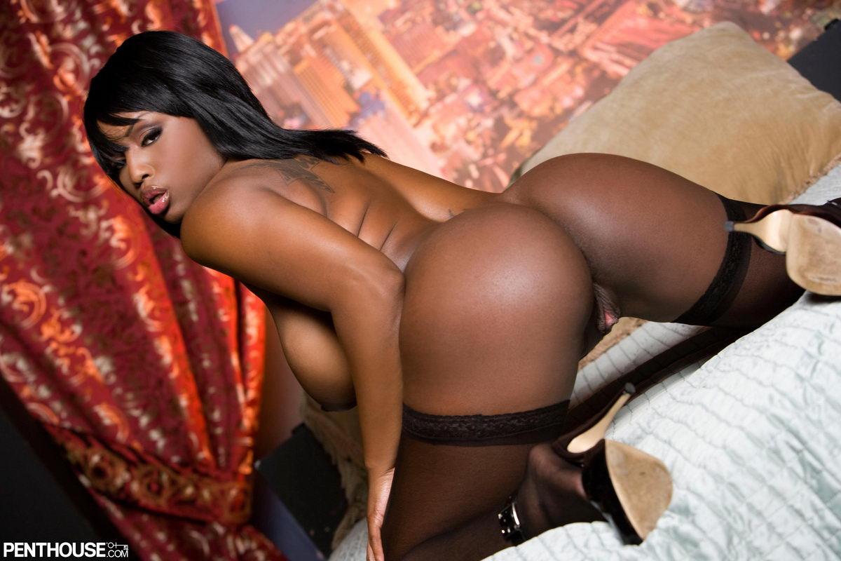 Porn tube Latina and black threesome
